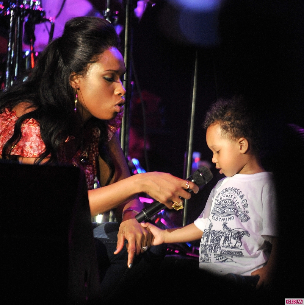 Jennifer-Hudson-Joined-On-Stage-by-Son-David-5-1022x1024